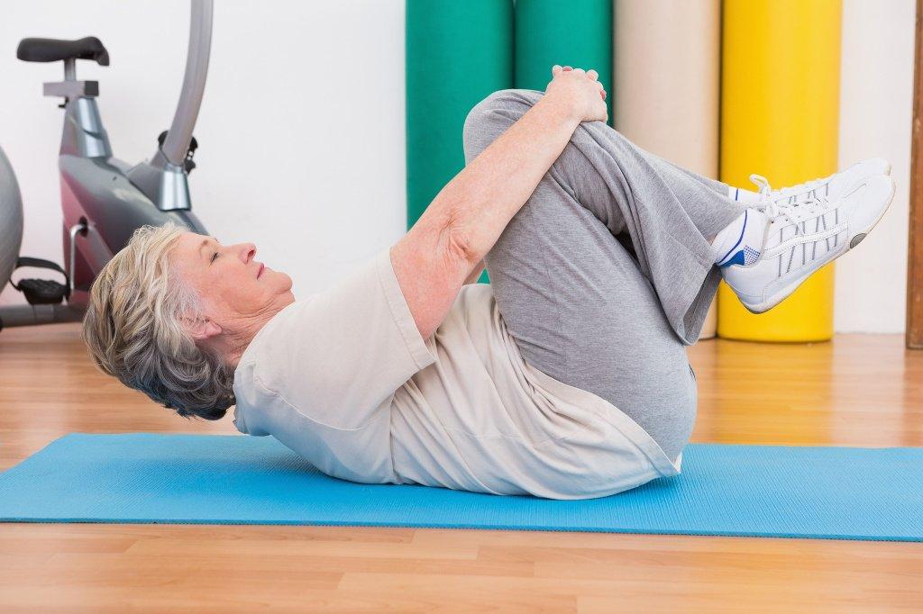 Fizjoterapia dla seniorów, bóle kręgosłupa u osób starszych, rozciąganie, ćwiczenia dla seniorów